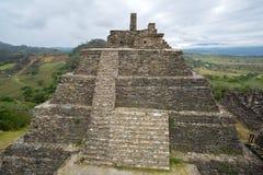 在Tonina哥伦布发现美洲大陆以前废墟的金字塔在恰帕斯州 库存图片