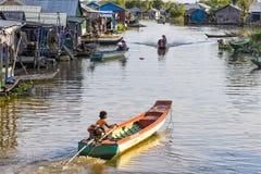 在Tonle Sap湖的浮动村庄,柬埔寨 免版税库存图片