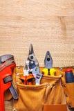 在toolbelt活动扳手的建筑工具 免版税库存照片