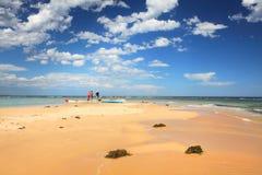 在Toowoon海湾礁石的皮船 免版税库存照片