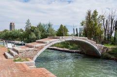 在Torcello,威尼斯的恶魔的桥梁 免版税库存照片