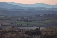 在Toscana谷的早晨 库存图片
