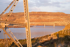 在Touchet河Palouse Regoin东部华盛顿山坡的桥梁 免版税库存照片