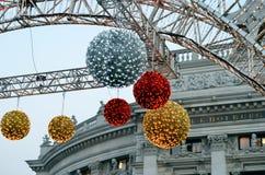 在townhall附近上色中看不中用的物品在维也纳冬天市场上 免版税图库摄影