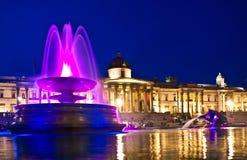 在Trafalgar广场的喷泉 免版税库存照片