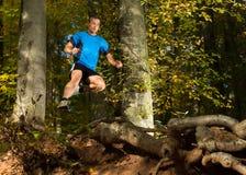 在trailrunning的Arhlete 免版税库存照片