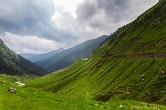 在Transfagarasan路的多云天空 库存照片