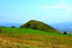 在Transylvanian高原,罗马尼亚的凯尔特坟茔,在索娜村庄,布拉索夫县 库存图片