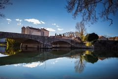 在Trebisnjica河的桥梁在特雷比涅 免版税库存图片