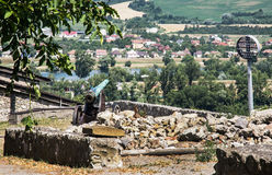 在Trencin城堡,斯洛伐克共和国的生锈的历史的大炮 库存照片