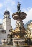 在Trento大教堂正方形的喷泉  免版税库存图片