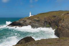 在Trevose头北部康沃尔郡海岸线的英国灯塔在Newquay和Padstow英国之间 免版税库存照片