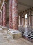 在Trianon的大理石柱在凡尔赛宫 库存图片