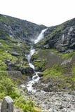 在Trollstigen的瀑布Stigfossen在挪威 免版税库存照片