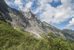 在Trollstigen附近的挪威山 库存图片