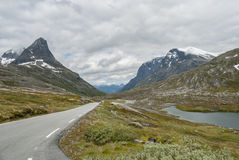 在Trollstigen附近的风景路在挪威 免版税库存图片