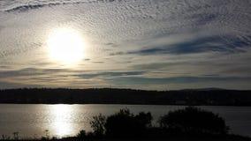 在tromsoe城市海岛的美好的金黄日落 库存图片