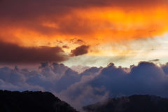 在Troodos山塞浦路斯的剧烈的cloudscape日落 免版税库存照片