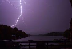在Trout湖的闪电 免版税库存照片