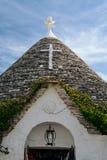 在Trullo圆锥形屋顶的标志在阿尔贝罗贝洛,普利亚, Ita 免版税库存图片