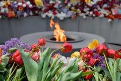 在Tsitsernakaberd,耶烈万,亚美尼亚的永恒火焰 图库摄影
