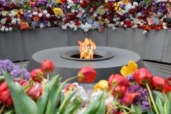 在Tsitsernakaberd,耶烈万,亚美尼亚的永恒火焰 免版税库存照片