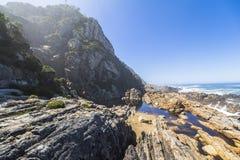 在Tsitsikamma国家公园,南非海岸的供徒步旅行的小道  免版税库存图片