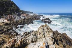 在Tsitsikamma国家公园,南非海岸的供徒步旅行的小道  免版税库存照片