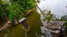 在Tsumani -自然灾害之后的损坏的和被毁坏的桥梁 库存图片