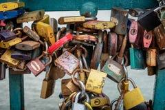 在Tumski桥梁的符号爱衣物柜在弗罗茨瓦夫 免版税库存图片