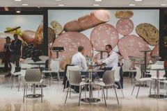 在Tuttofood的商人2015年在米兰,意大利 免版税库存图片