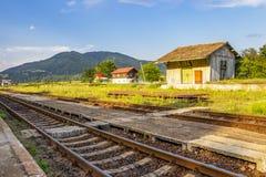 在Tutulesti,罗马尼亚的火车站短号 库存图片