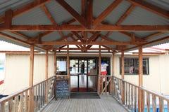 在Twizel,南岛,新西兰附近的三文鱼农场 免版税库存图片