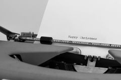 在typewritter的圣诞快乐 免版税库存照片