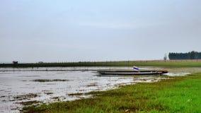 在Ubolrat reservior的渔bost 免版税图库摄影