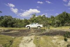 在Ubon,泰国stonehenge的汽车  免版税库存图片