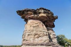 在ubonratchathani,泰国的圣地chaliang巨型蘑菇石头柱子 库存图片