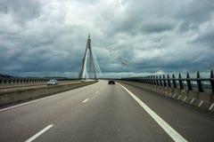 在Udevalla,瑞典附近的吊桥 免版税库存照片