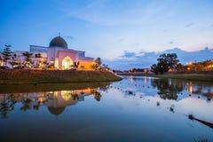在UIAM清真寺的日落 库存照片