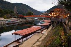 在Uji河,京都的木小船 免版税库存照片