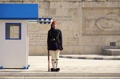 在Uknown战士的坟茔的Presential卫兵在雅典 免版税库存照片