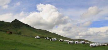 在Ullaanbaator附近的蒙古语Yurts在蒙古 图库摄影