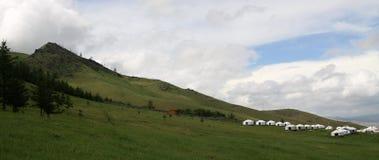 在Ullanbaator附近的蒙古语Yurts在蒙古 免版税图库摄影