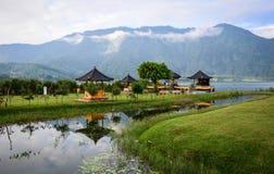 在Ulun Danu镇的寺庙在巴厘岛,印度尼西亚 免版税库存照片