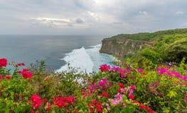 在Uluwatu寺庙巴厘岛印度尼西亚的风景 免版税库存照片