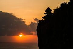 在Uluwatu巴厘岛印度尼西亚的日落 免版税图库摄影