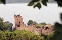 在urquhart旁边的城堡奈斯湖 库存图片