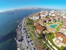 在Uskudar,伊斯坦布尔的豪华水前面物产 免版税库存图片