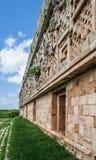 在Uxmal尤加坦墨西哥的寺庙门面 图库摄影