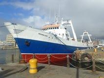 在V&A江边,开普敦,南非的船Umzabalazo 库存照片
